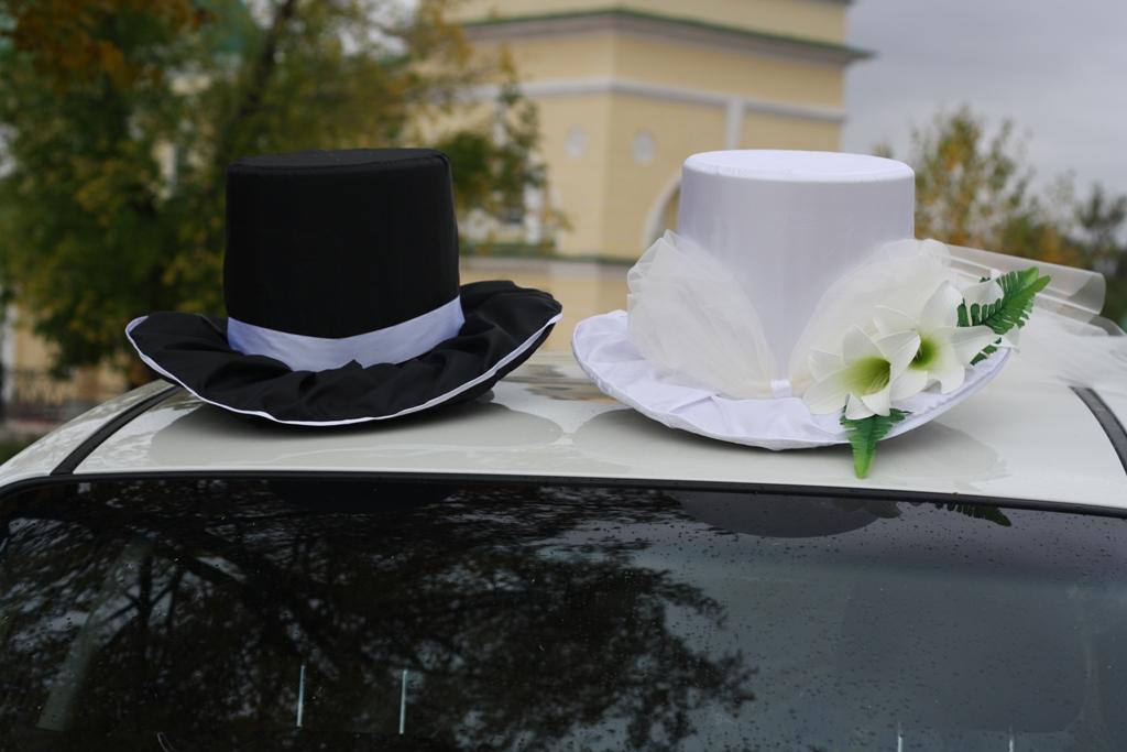 Украшение машин на свадьбу фото шляпа